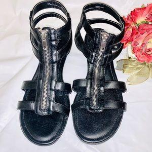 White MT Genece Black Gladiator Sandals Size 9.5